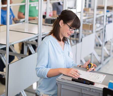 Mit Lean-Methoden das gesamte Produktionssystem optimieren – Teilnehmerin in der item Lernfabrik